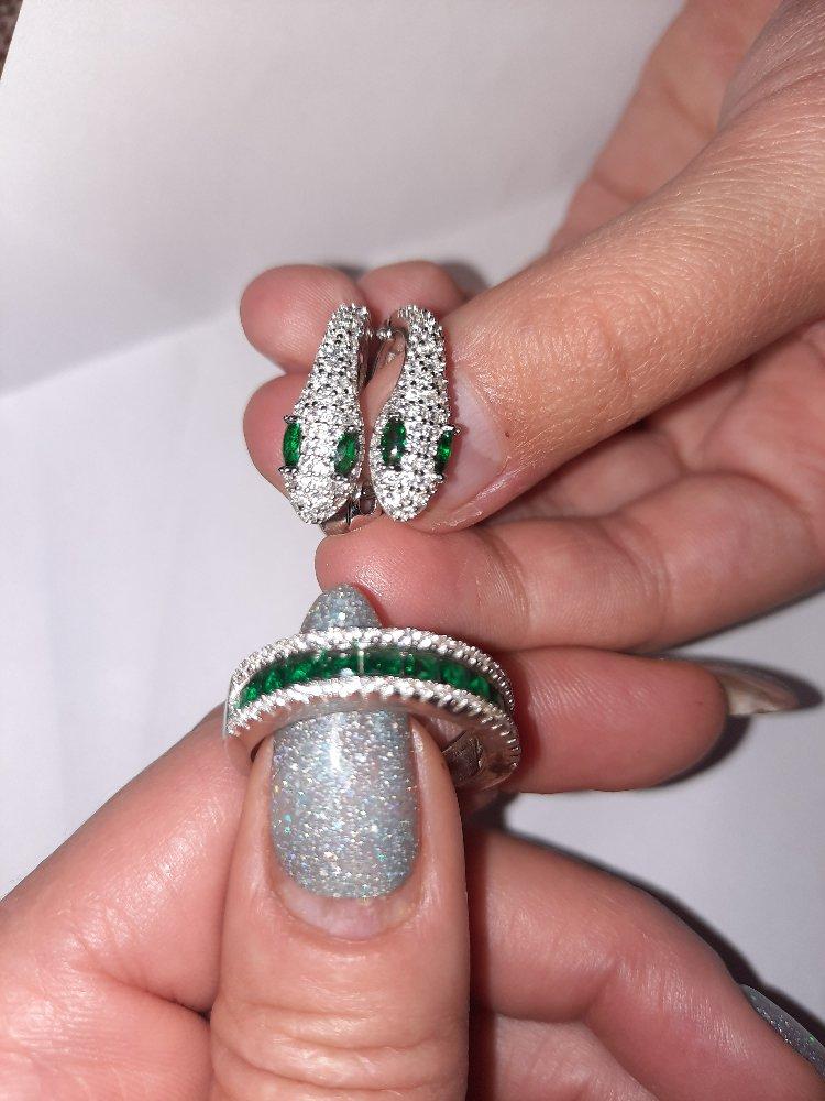 Покупала кольцо с сережками,очень уж понравилось