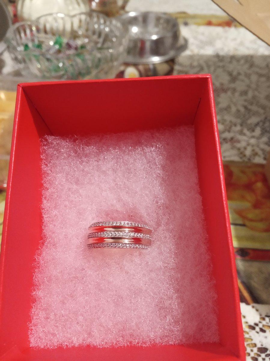 Кольцо соответствует фотографии на сайте размер идеально подошел