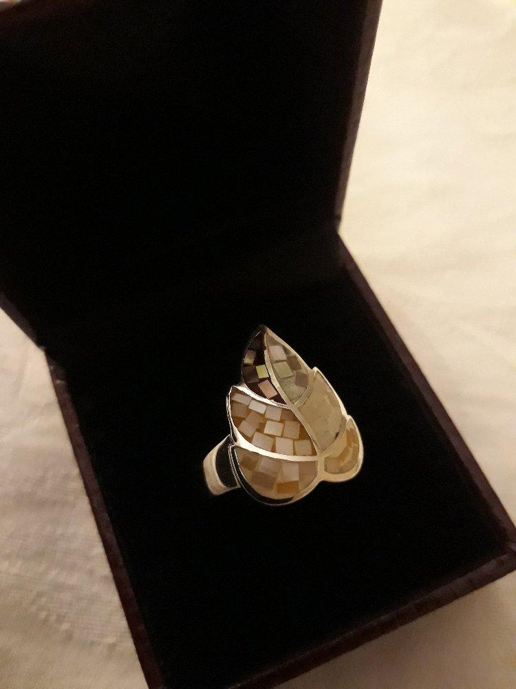 Кольцо перламутровый лепесток