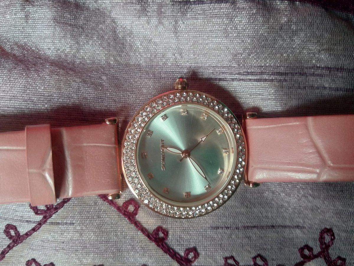 Часы с розовым ремешком