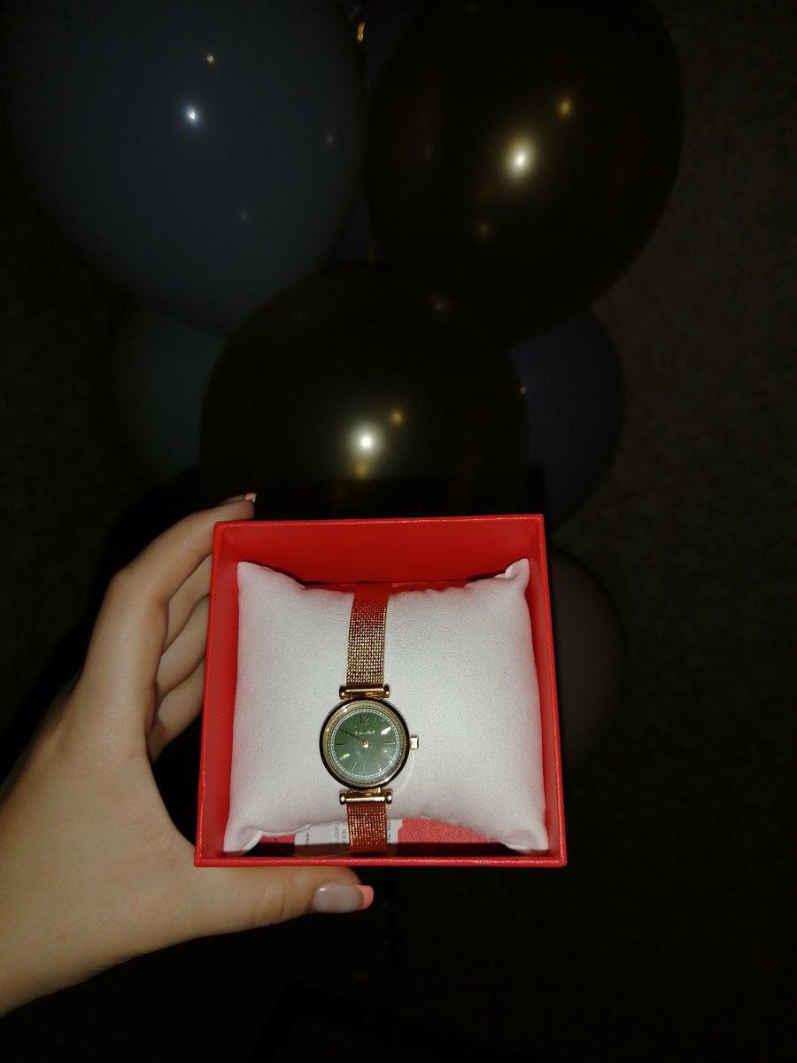 Часы очень красивые, хорошо виден циферблат.