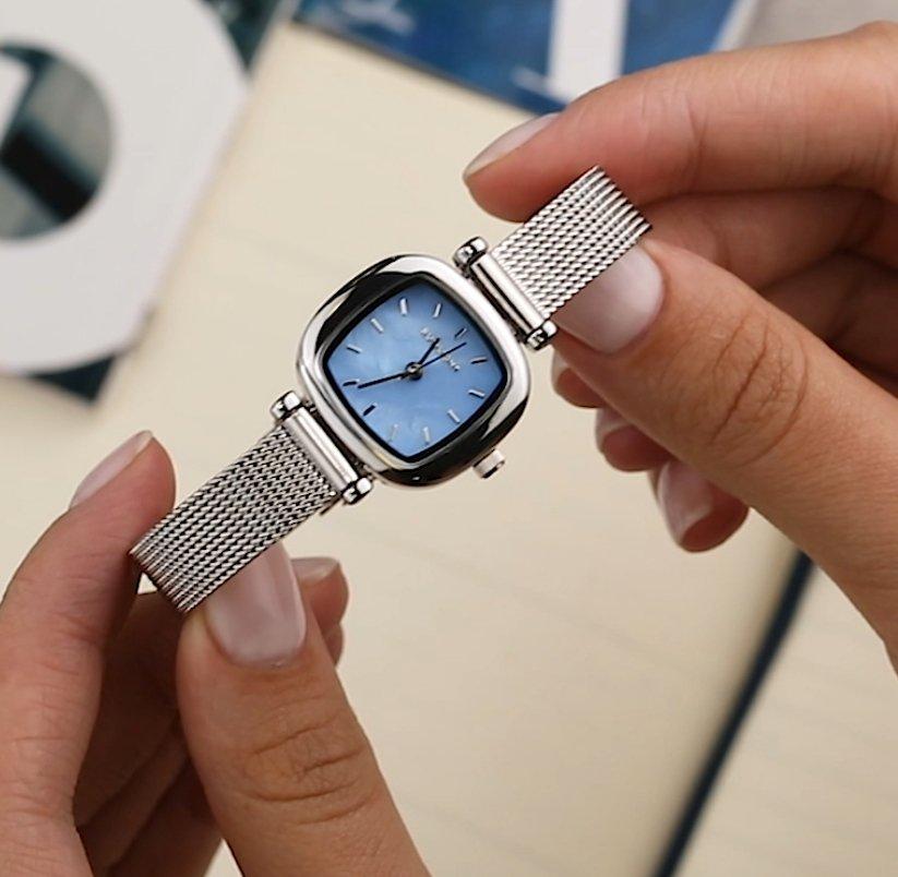 Класные стильные часы