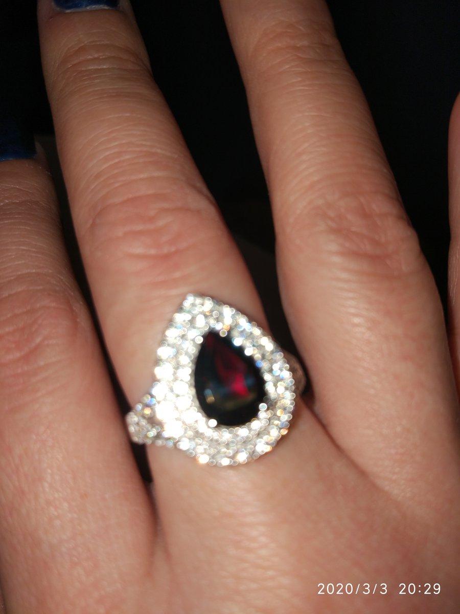 Очень красивое кольцо с гранатом