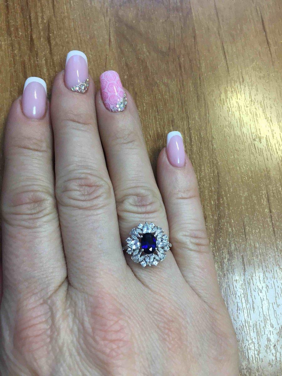 Кольцо из белого золота с брилиантами и сапфирами