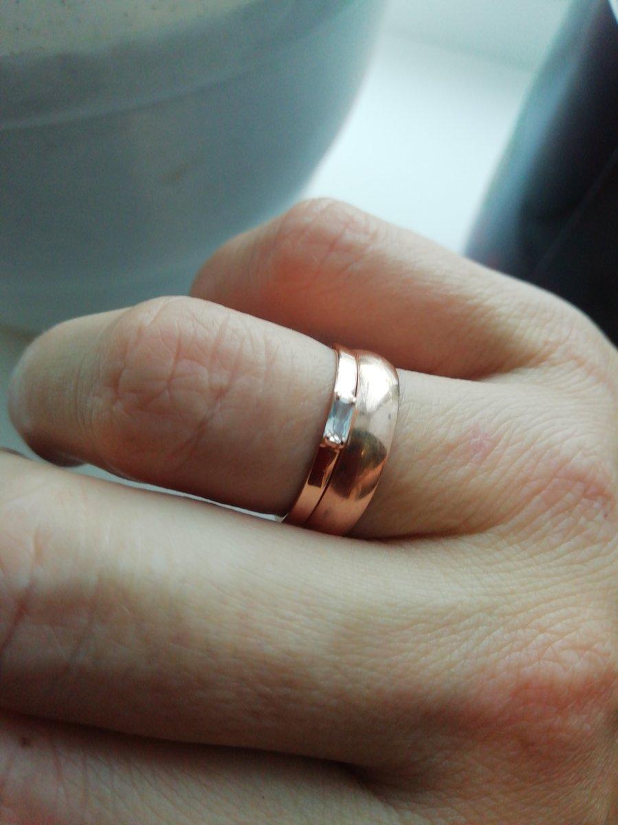 Кольцо очень красивое. взяла чтоб одеть вместе с обручальным кольцом. 🤗🔥