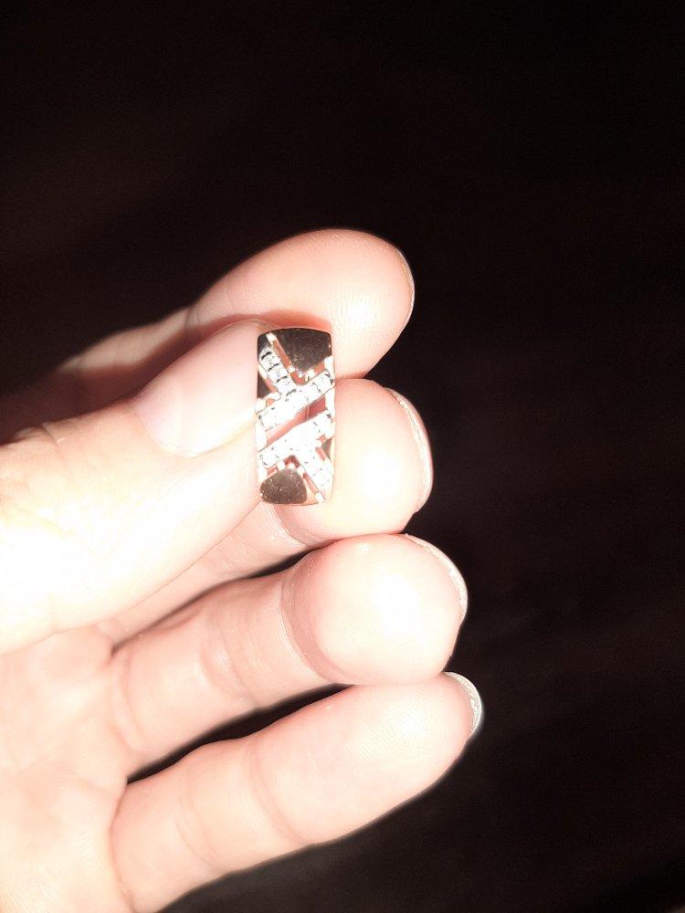 Красивые серьги, серебро смотрится как золото. смотрятся аккуратно, солидно