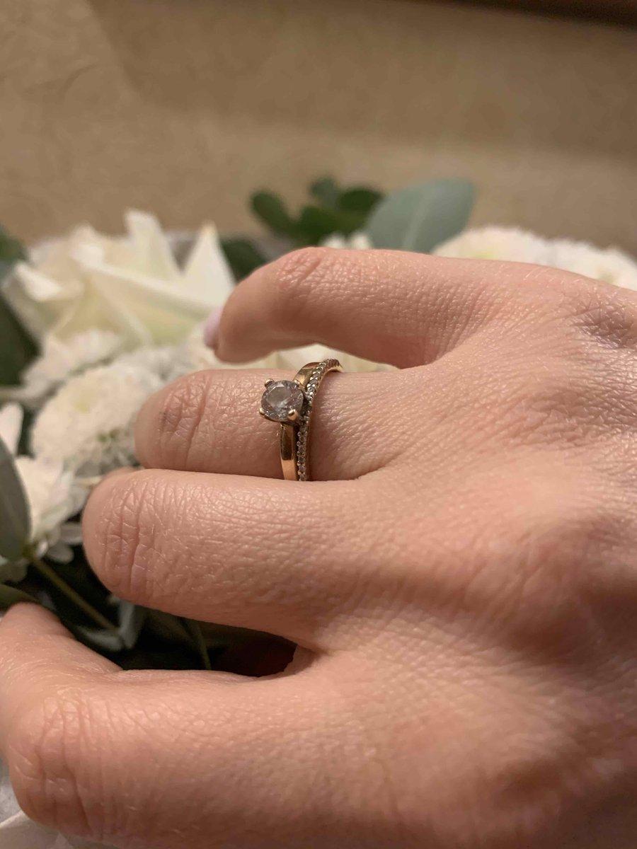 Красивое кольцо с дорожкой