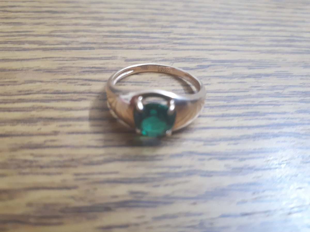 Кольцо золотое с изумрудом