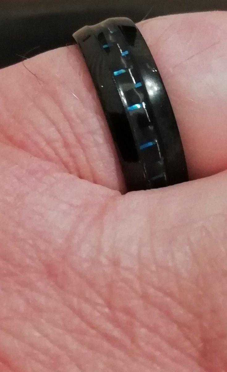 Стальное кольцо с карбоном.