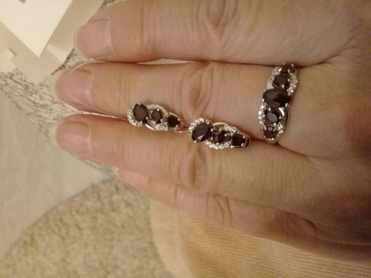 Серебряное кольцо с гранатами и фианитами .