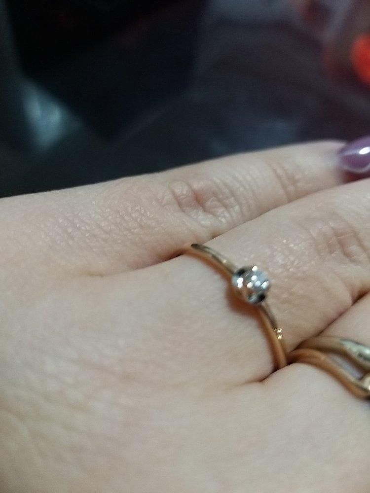 Колечко с бриллиантом из якутии)))