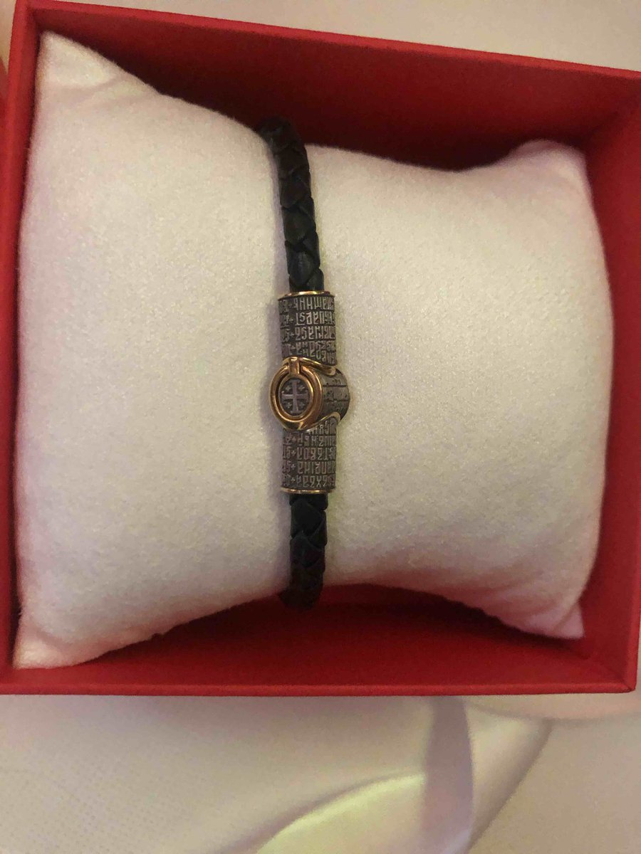 Кожаный браслет-оберег