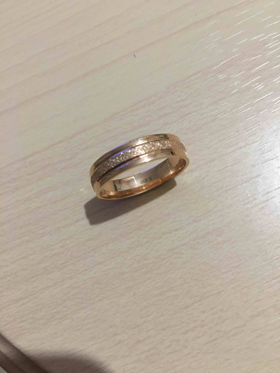 👍👍👍обручальное кольцо, которое смотрится хорошо, интересно. вес хороший!