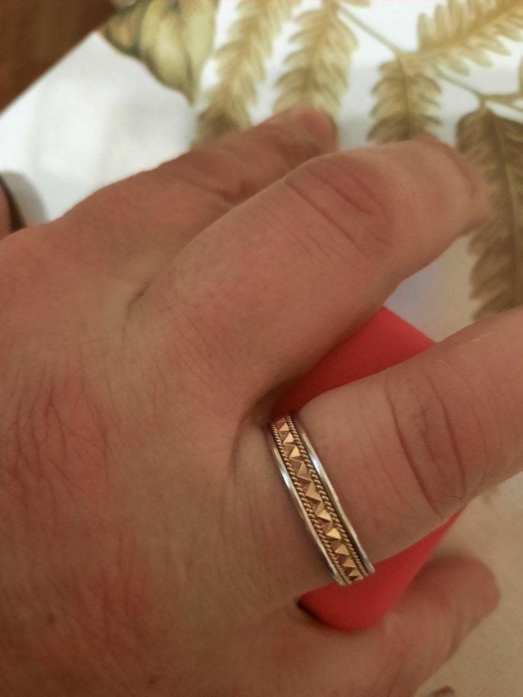 Золотое обручальное мужское кольцо