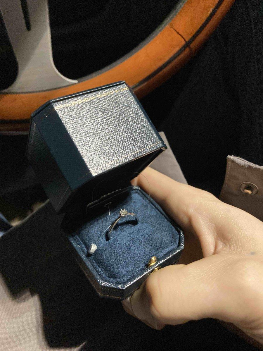 Кольцо с брюликом.
