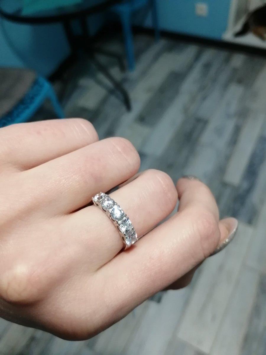 Серебряное кольцо с 5 фианитами