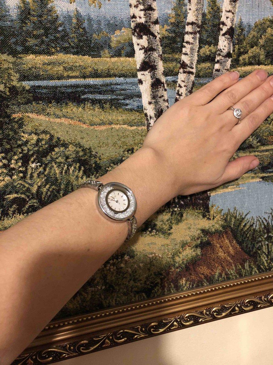 Часы имеют две основные функкции,показывают время и смотрятся как браслет!