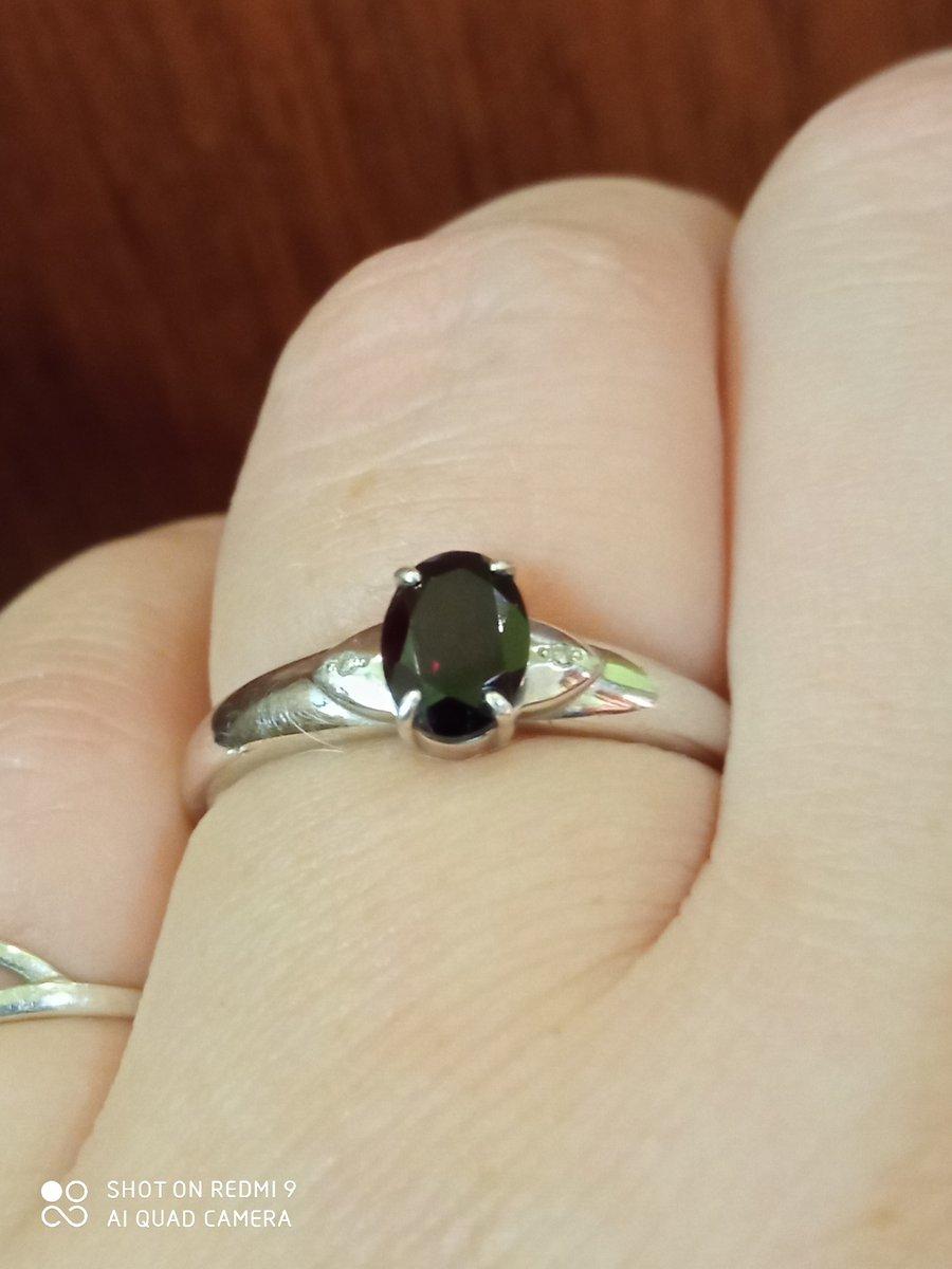 Кольцо с 2 бриллиантами и гранатом