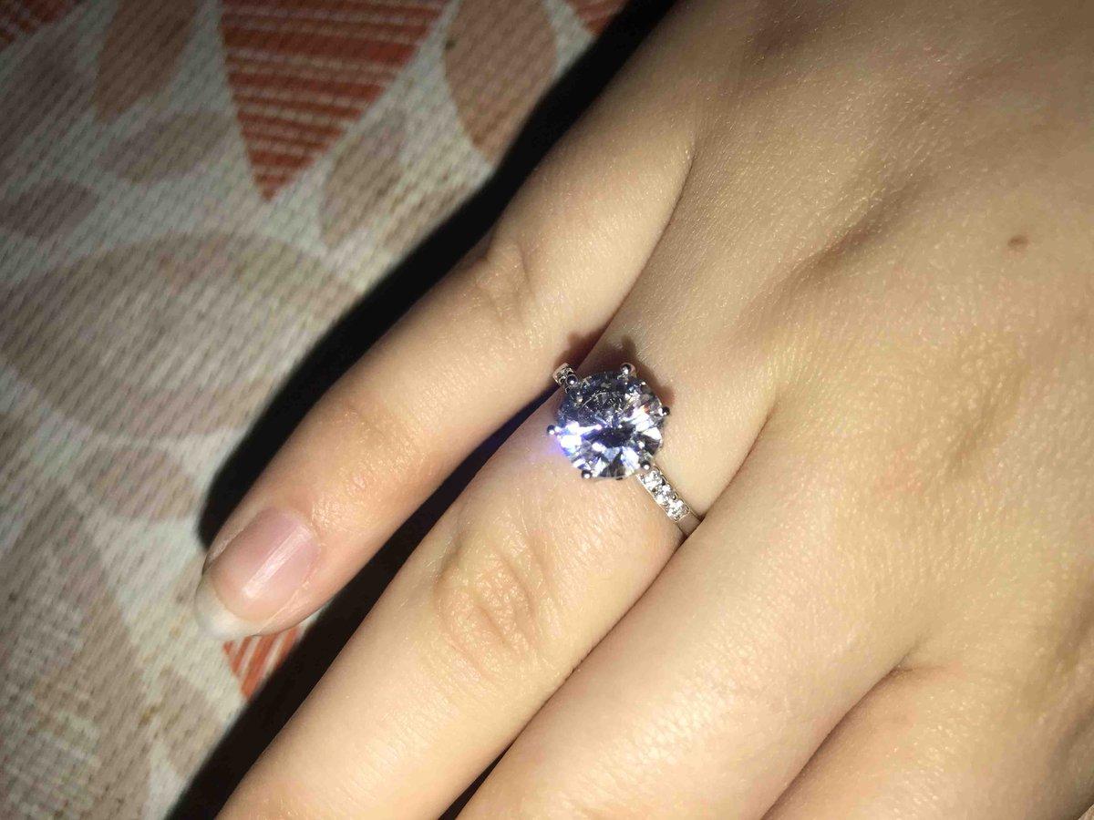 Серебряноое кольцо