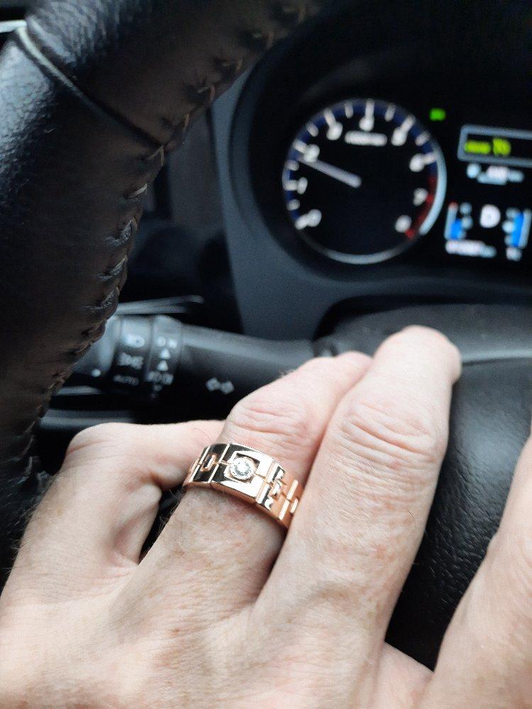 Золотое кольцо с брилльянтом