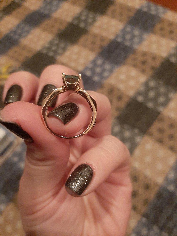 Элегантное и красивое кольцо с зелёным аметистом!