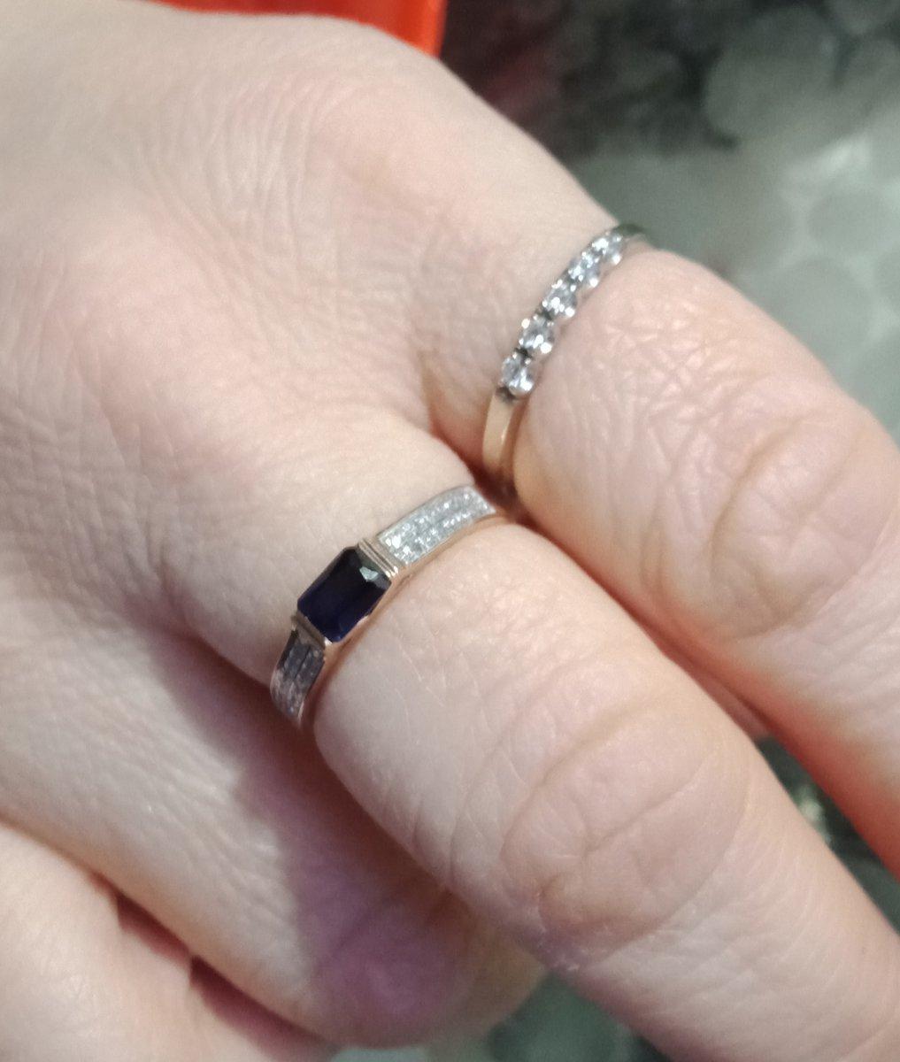 Шикарное кольцо с бриллиантами и сапфиром