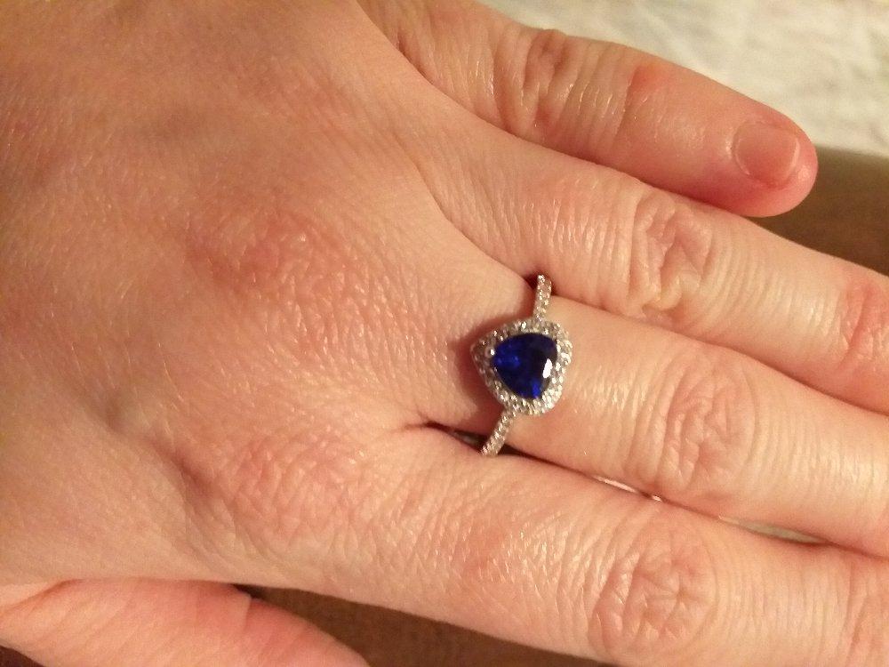 Серебрянное кольцо с фианитами и шпинелями синтетическими