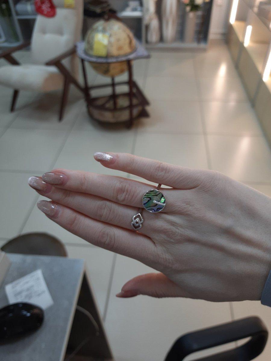 Кольцо с фианитами и ракушками