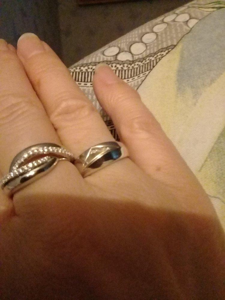 Серебряное кольцо с фианитами .