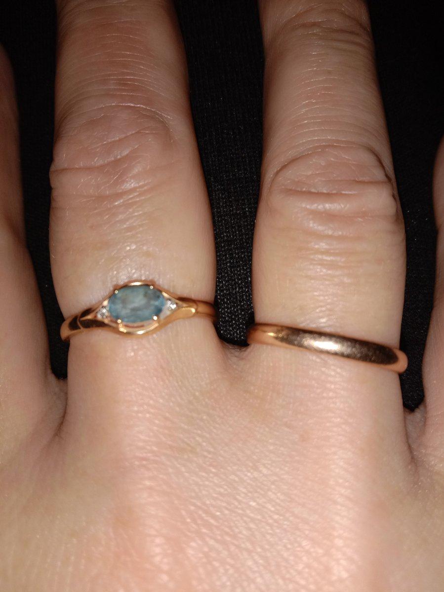 Кольцо с лондон топазом.