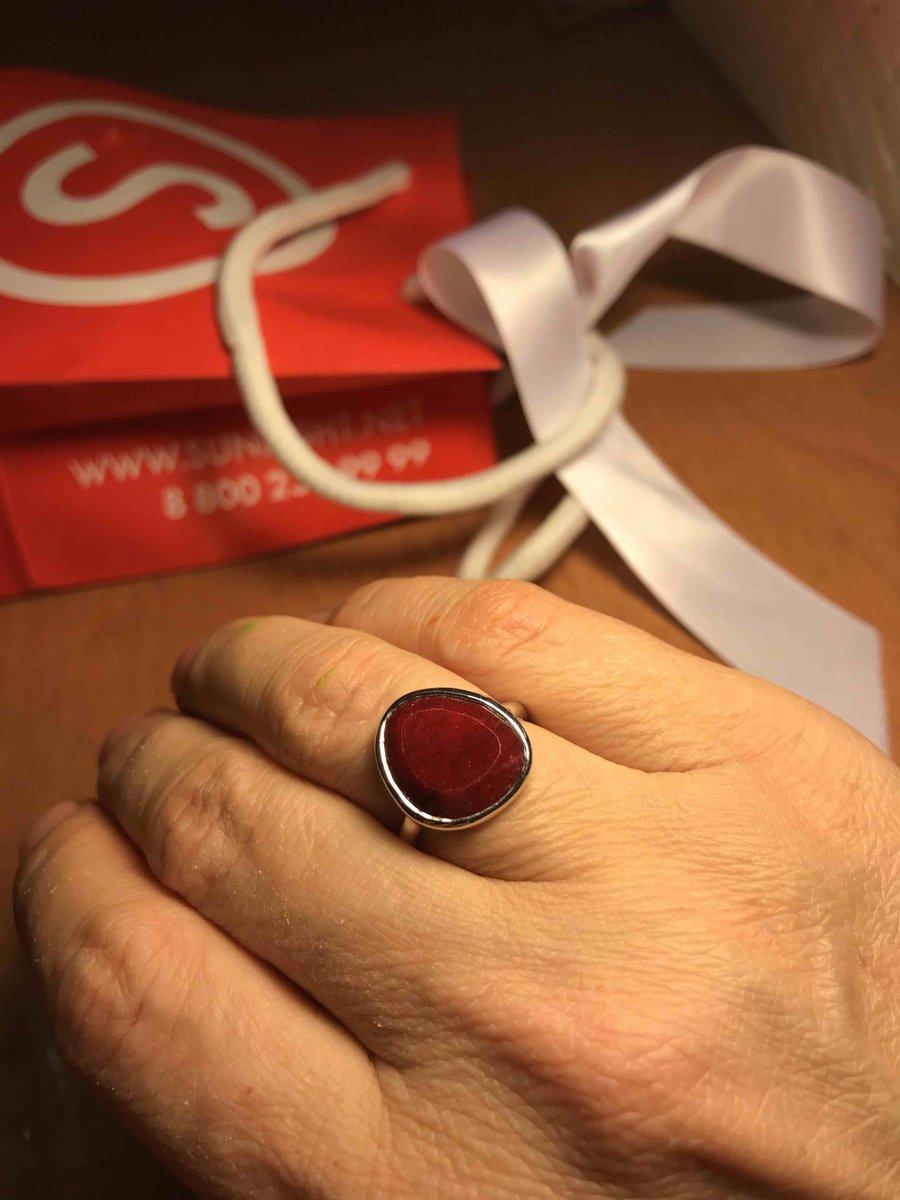 Симпатичное кольцо с корундом