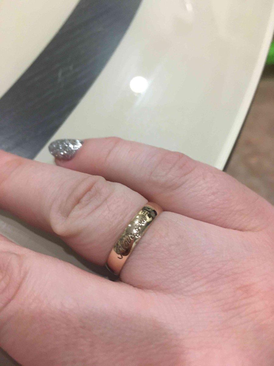 Кольцо на первый взгляд качественное , как будет дальше не знаю .