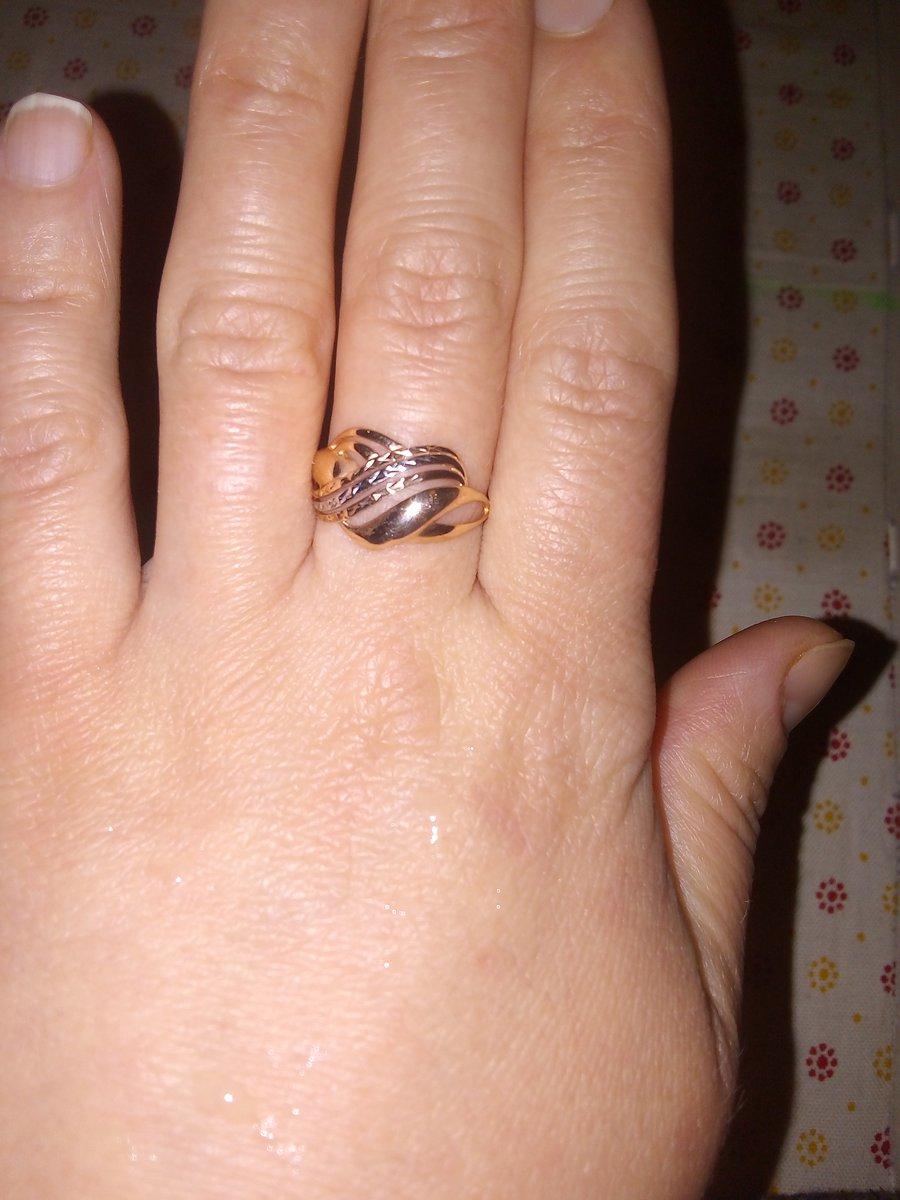 Красивый кольцо