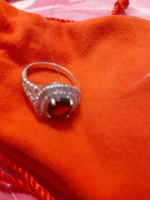 Очень красивое кольцо с гранатом!