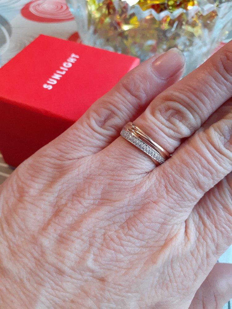 Заказало кольцо с бриллиатами. пришло в срок.