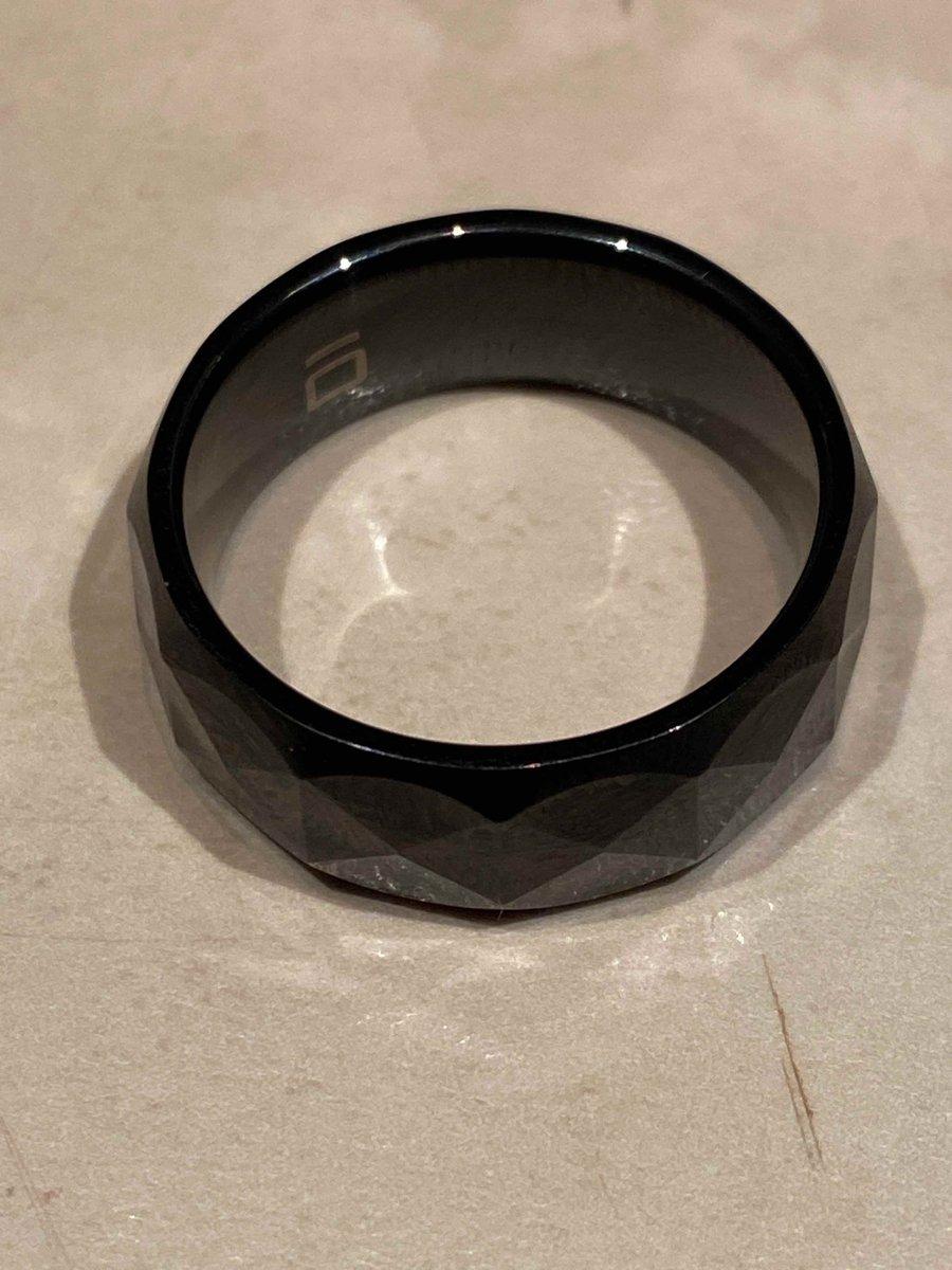 Ношу кольцо и как будто его нет. очень молодежно)