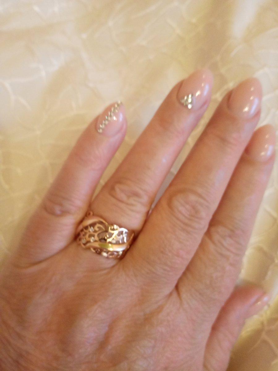 Кольцо золотое с фионитами
