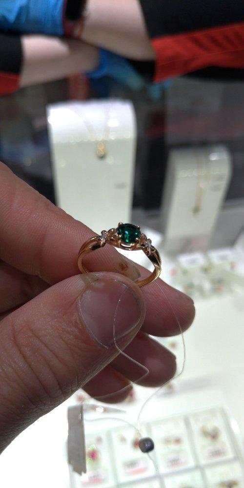 Золотое кольцо с изумрудном и бриллиантами