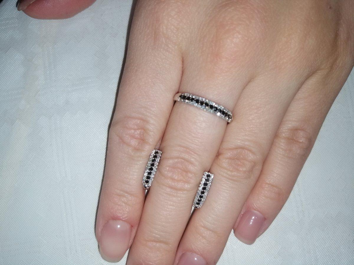 Нежное искрящееся кольцо