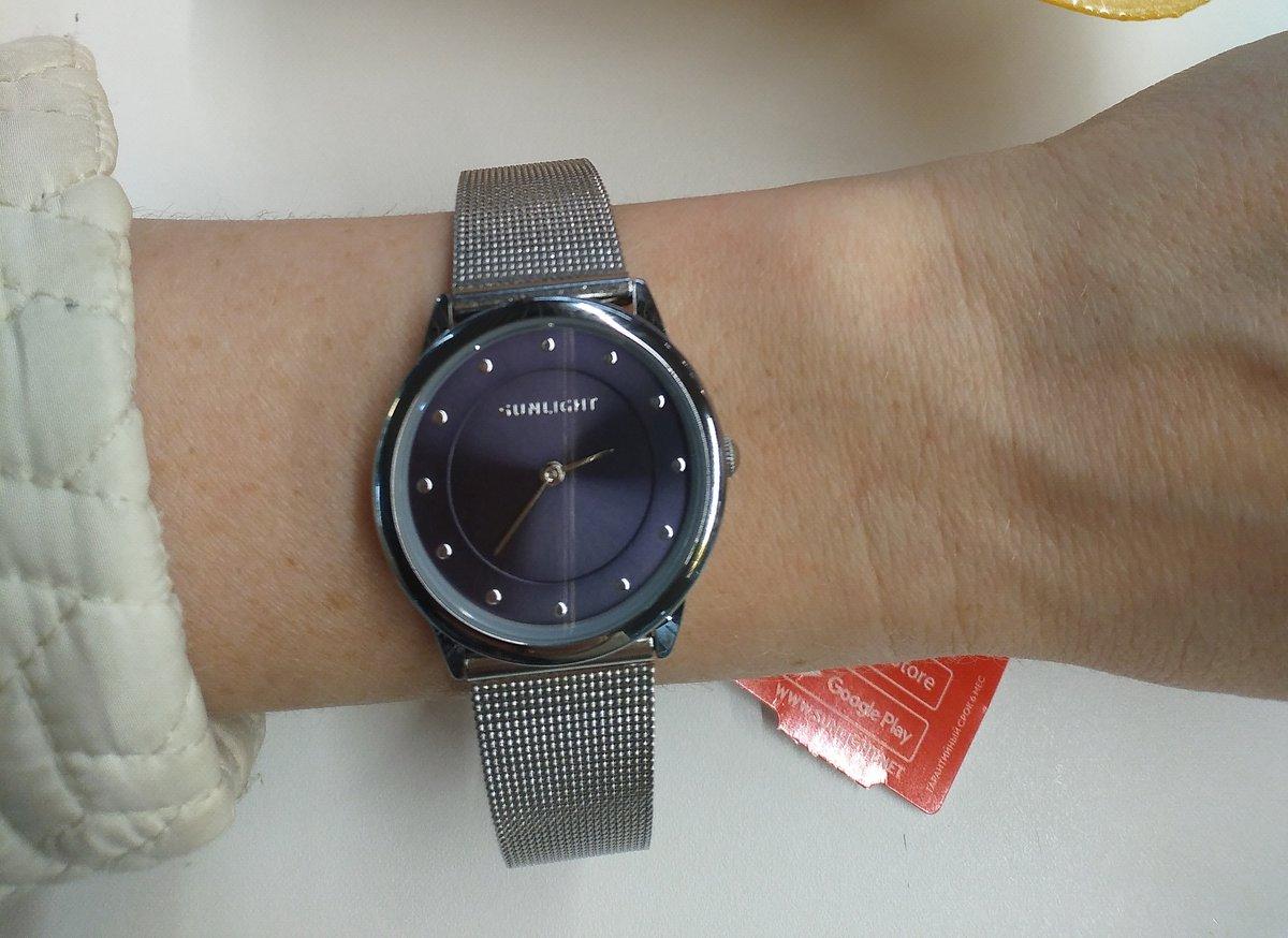 Покупала часы в подарок.