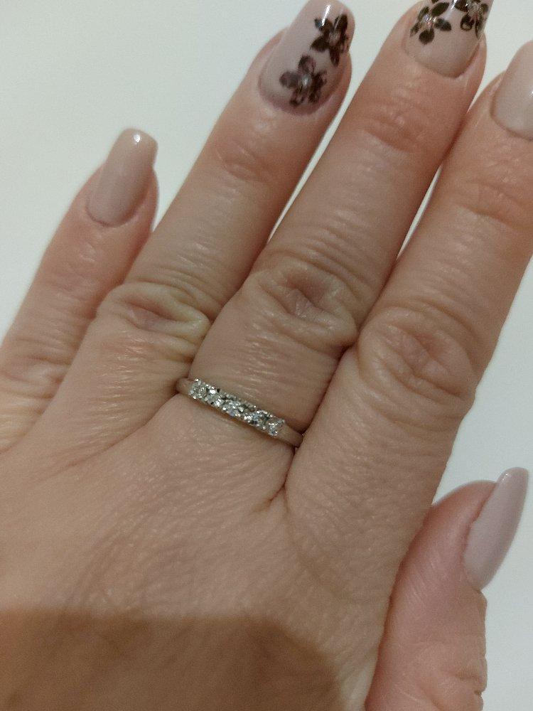 Серебряное кольцо с 5 бриллиантами.