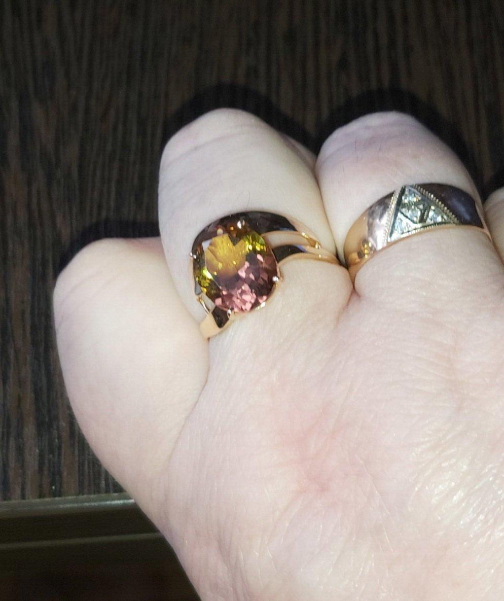 Крупный перстень.
