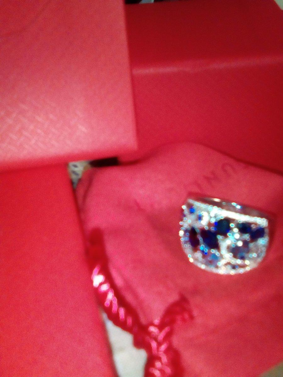 Очень нарядное кольцо, ношу с большим удовольствием.