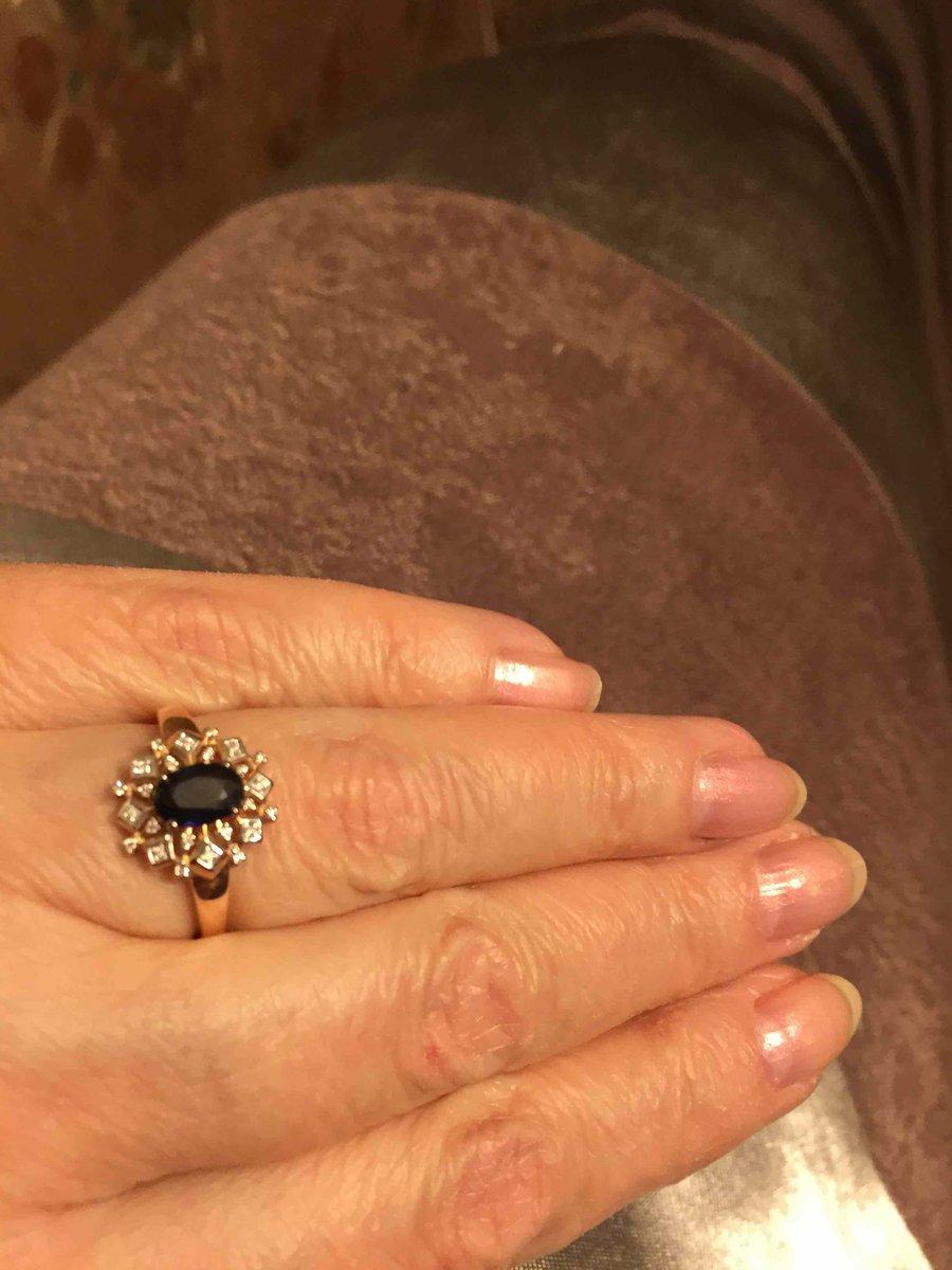 Перстень с сапфиром и бриллиантами.