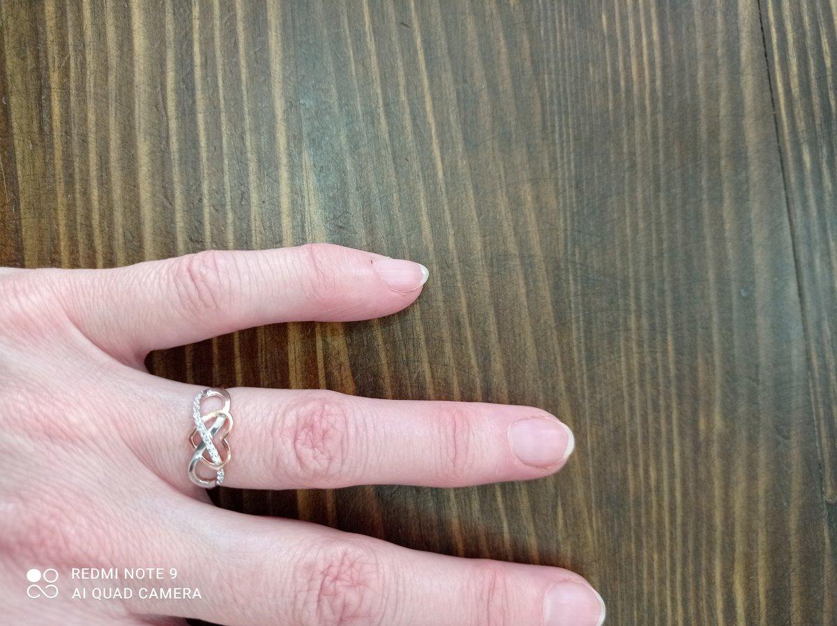 Оригинальное колечко, как символ бесконечной любви.