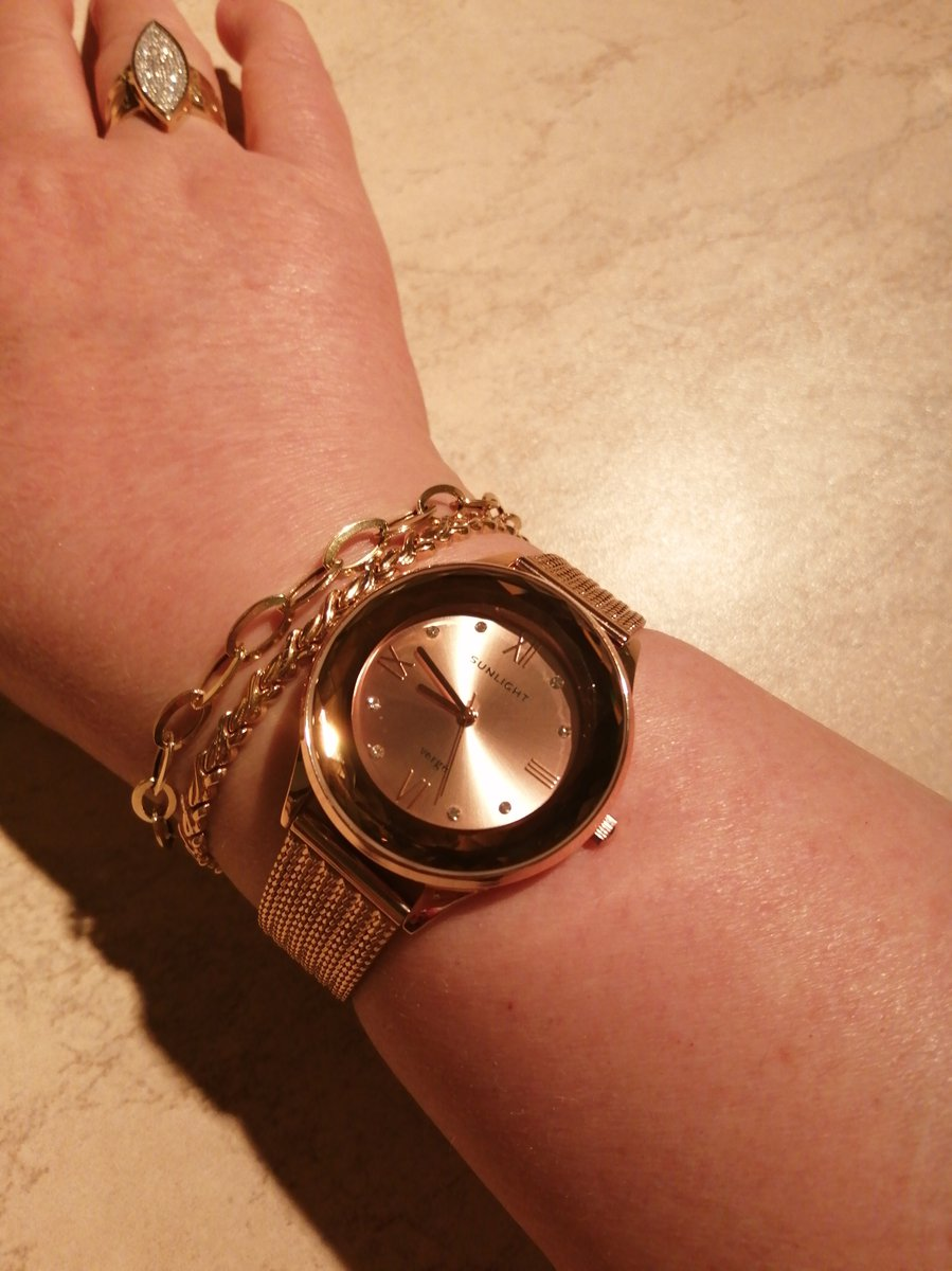 Очень элегантные часы. отличный дизайн.