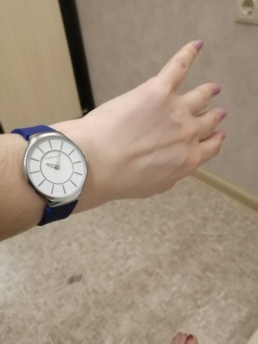 Современные стильные часы
