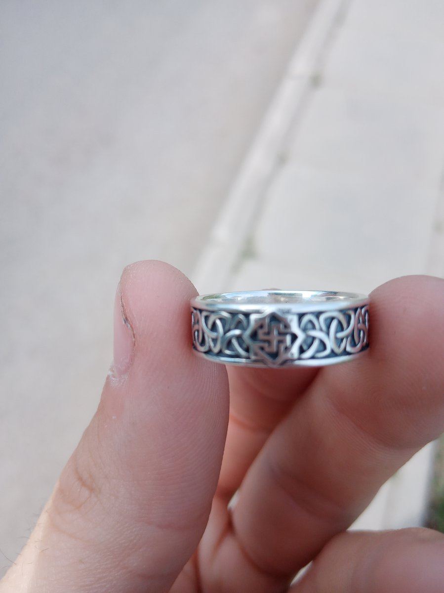 Очень быстро помогли подобрать кольцо и даже красиво упокавали