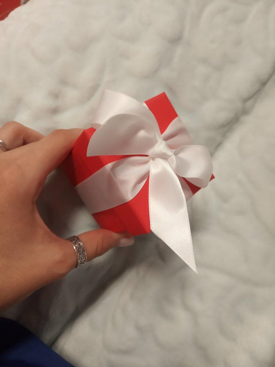 Брала в подарок. за день до заказа онлайн, купила и себе.