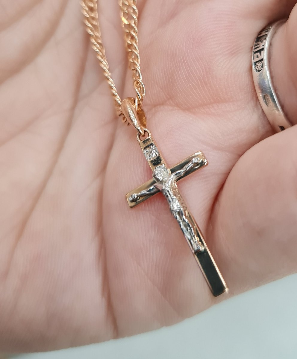 Изящный золотой крестик